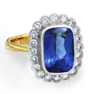 Nayum Tanzanite and diamond Ring in 18Ct. Yellow Gold
